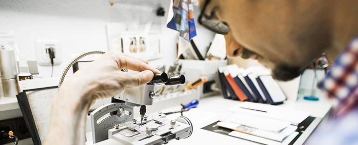 Pestel Optik in Dresden leistet Soforthilfe in der hauseigenen Werkstatt.