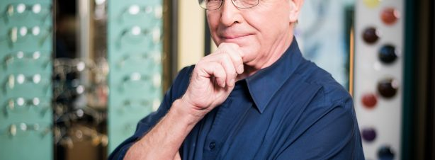 Volkmar Göhler, Kinderoptometrie, vergrößernde Sehhilfen, Visualtraining, Augenoptikermeister (Augenglasbestimmung, Korrektion von Winkelfehlsichtigkeit) Für Sie vor Ort: Fr. 9-18 Uhr, Sa. 9-13 Uhr Mail: pestel(at)optik1833.de