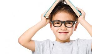 Schulkind mit Brille, Schulkind bei Pestel Optik in Dresden